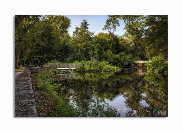 """L'eau Bourde  """"Les rivières ne se précipitent pas plus vite dans la mer que les hommes dans l'erreur.""""  De Voltaire"""