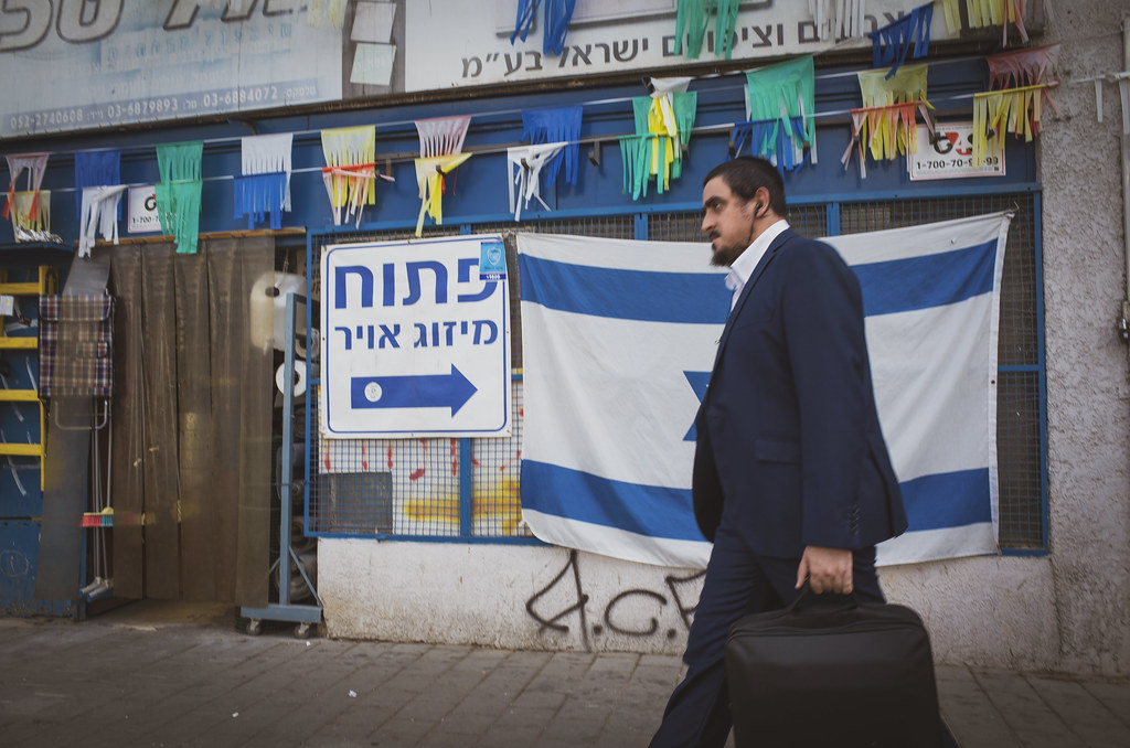 Matching suit and flag. Tel Aviv, August 2016.
