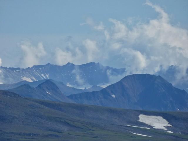 Caldera humeante del volcán Mutnovsky en Kamchatka