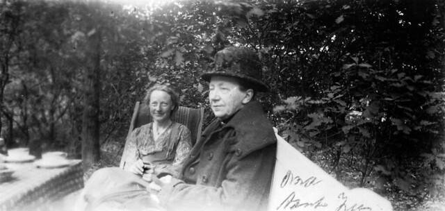 approx. 1930: Egberta Hesselink-Engberts and her daughter Egberdina Anna Hesselink