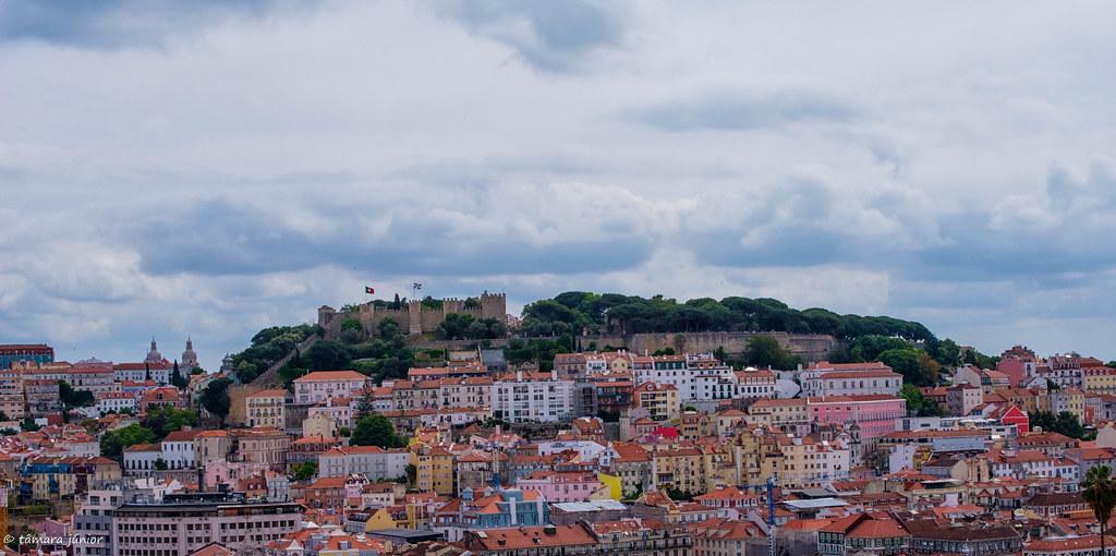 Imagem II -Castelo de S. Jorge visto do Miradouro de S. Pedro de Alcântara
