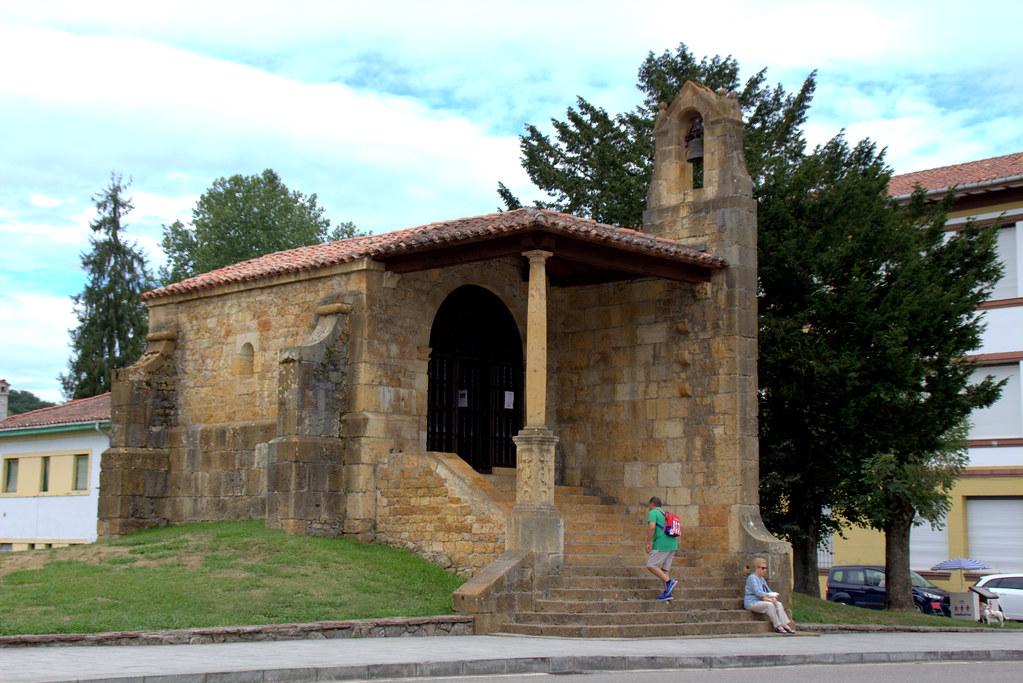 Capilla con dolmen de Santa Cruz