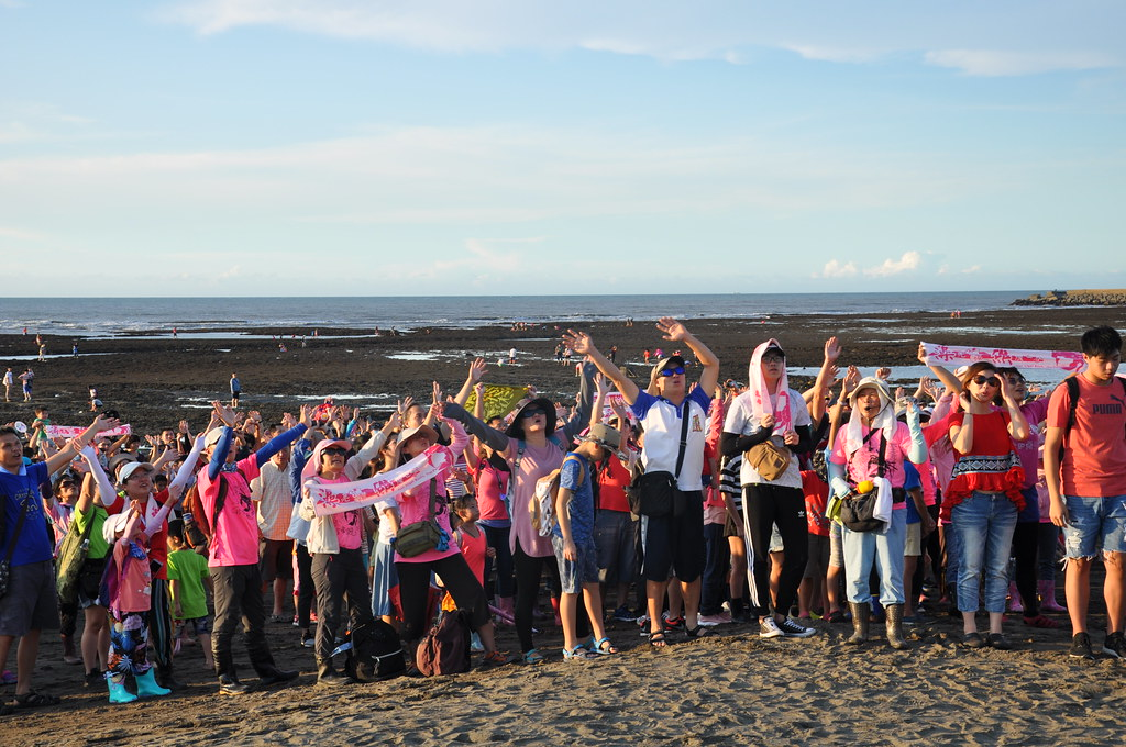 上千位民眾來到桃園觀音大潭藻礁,呼籲政府刀下留礁,別跟藻礁說再見。孫文臨攝