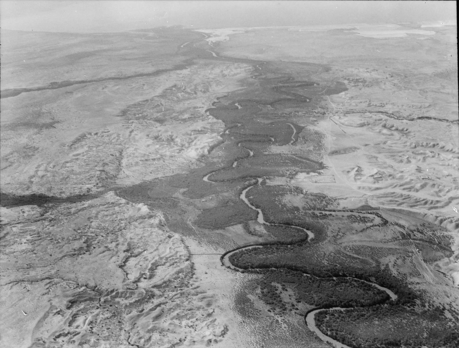 Полет на юг через Иорданский Разлом. Река Иордан. Местность возле монастыря Св.Иоанна