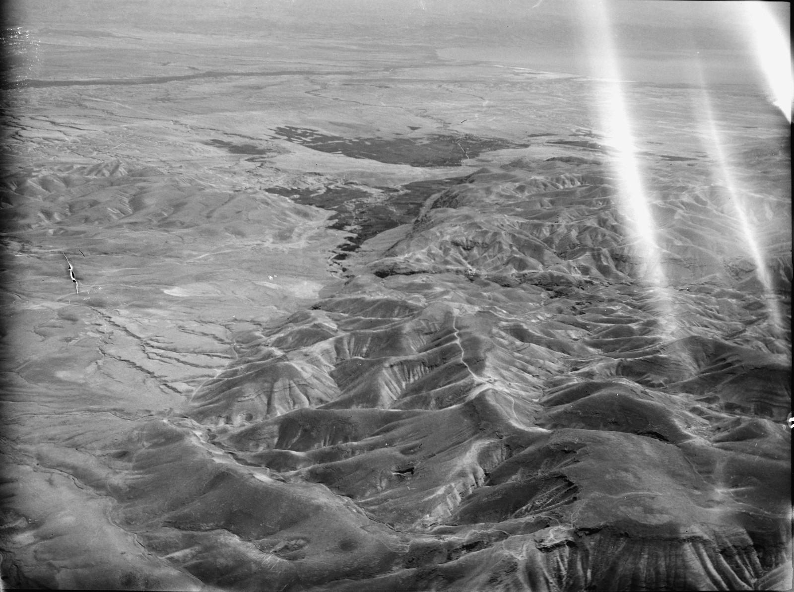 Полет на юг через Иорданский Разлом. Пустыня Иудеи предгорья. Айн Герцог, Иерихон и Иордания на расстоянии