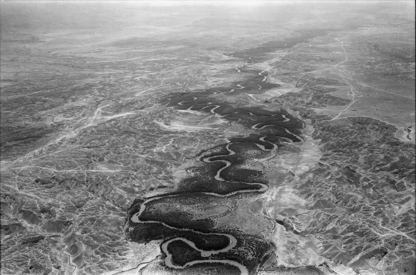 Полет на юг через Иорданский Разлом. Река Иордан. Общий вид с севера на мост Алленби