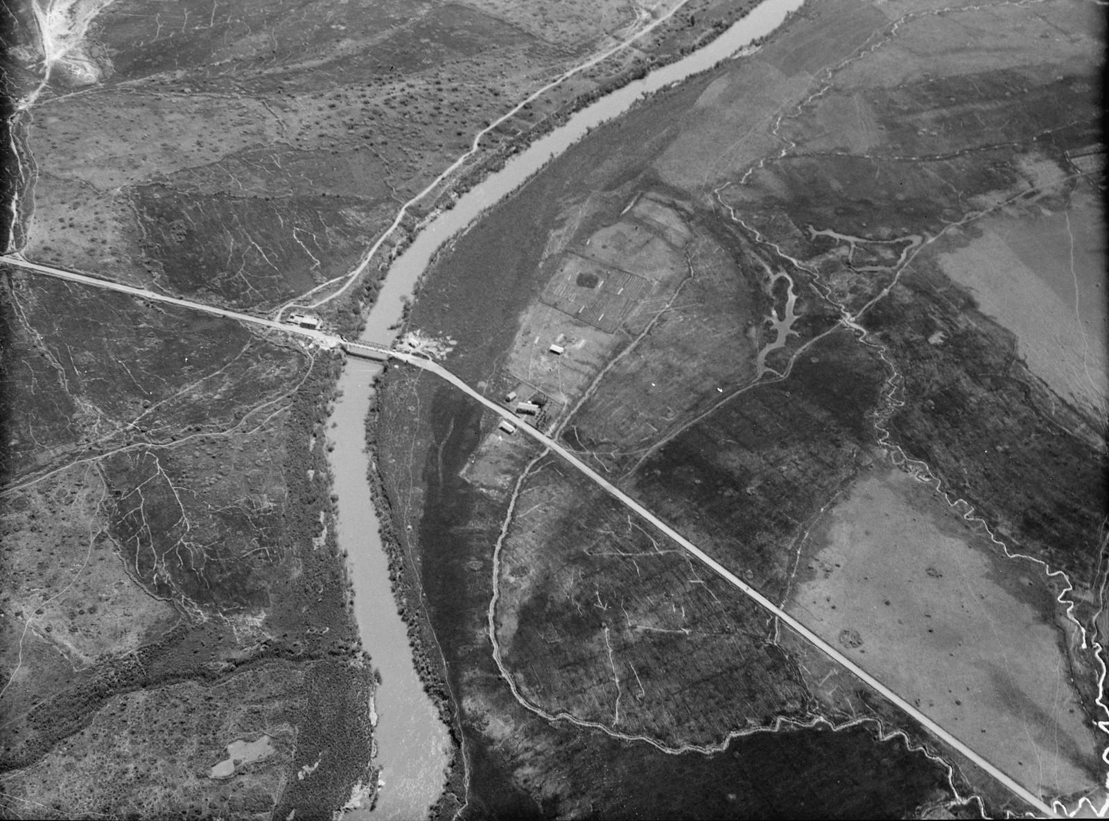 Полет на юг через Иорданский Разлом. Мост шейха Хусейна через Иордан. Пересечение дороги Бейт-Шеан - Ирбид