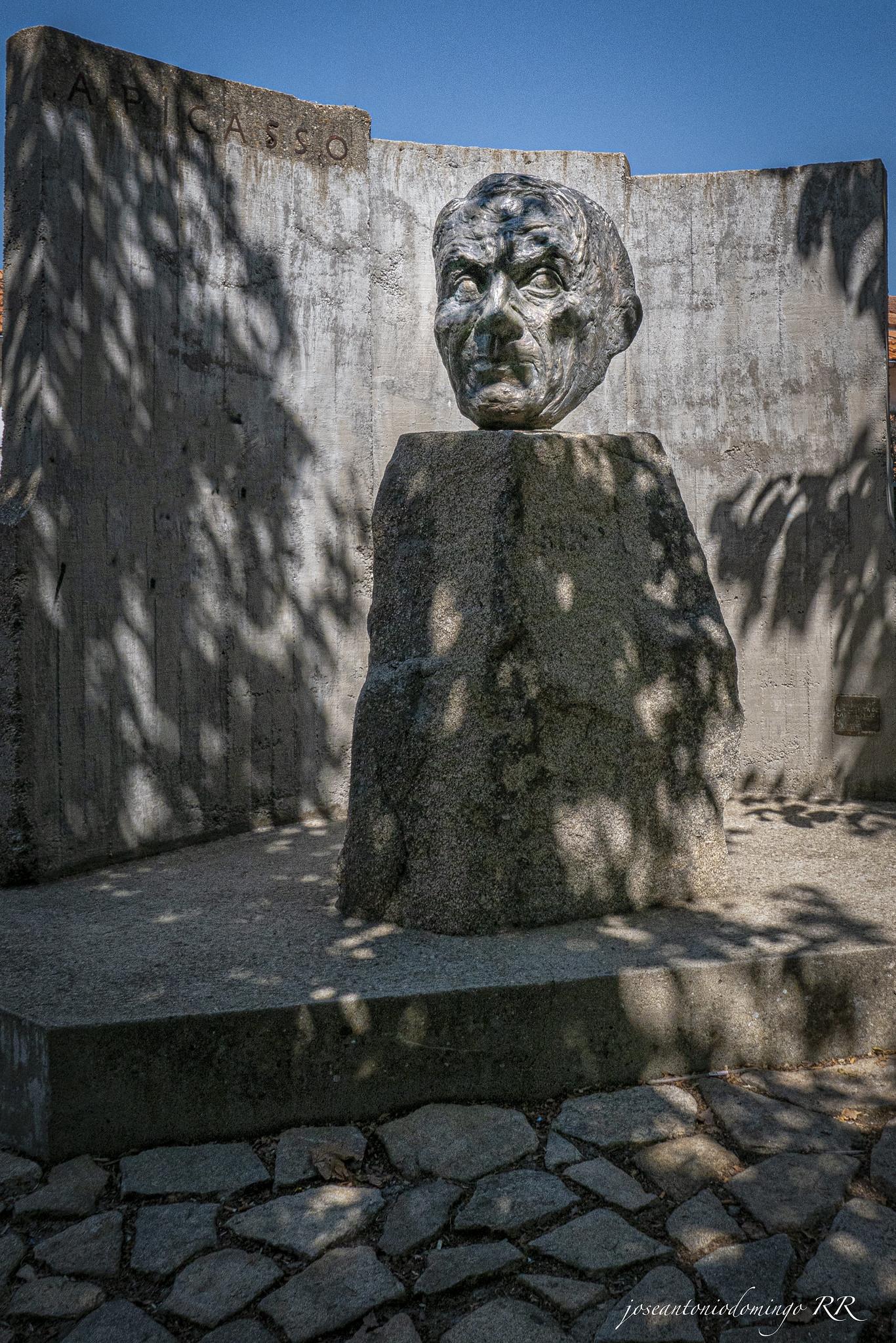 Escultura homenaje a Picasso.
