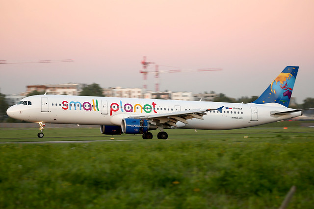 Small Planet Airlines Poland A321 SP-HAY landing WAW/EPWA
