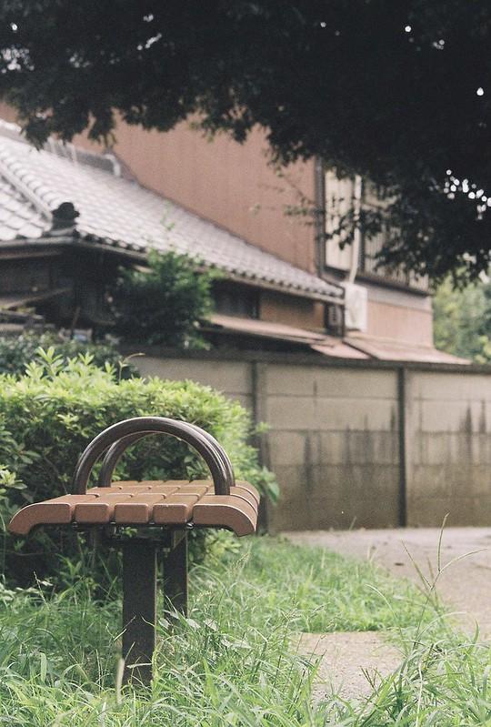 Rolleiflex2 8F+Rolleikin+Kodak Color Plus200雑司が谷霊園のベンチ