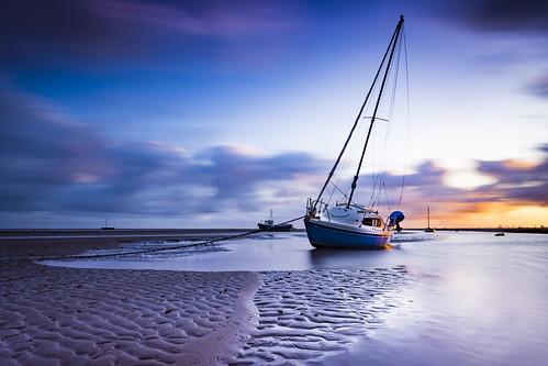 meols sunrise lowtide longexposure beach boat landscape wielkabrytania wirral greatbritain england lukaszlukomski nikond7200 sigma1020 uk water clouds