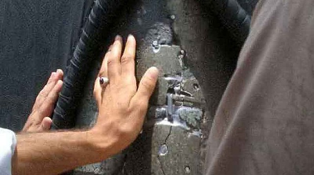 5312 Why is there a crack in the Holy Kaaba 02