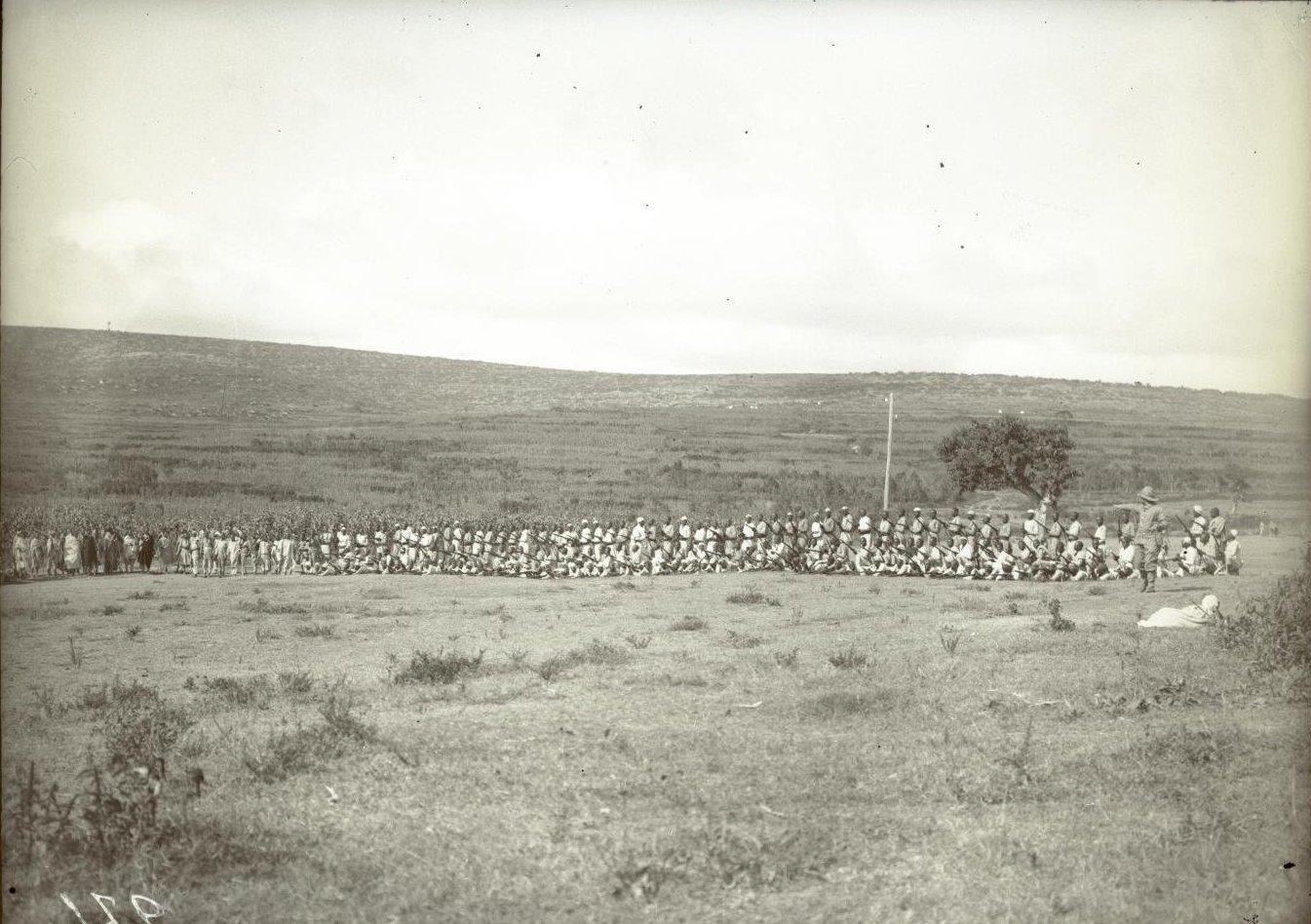 271. Абиссиния, провинция Харар, г. Харар. Солдаты-шанкала