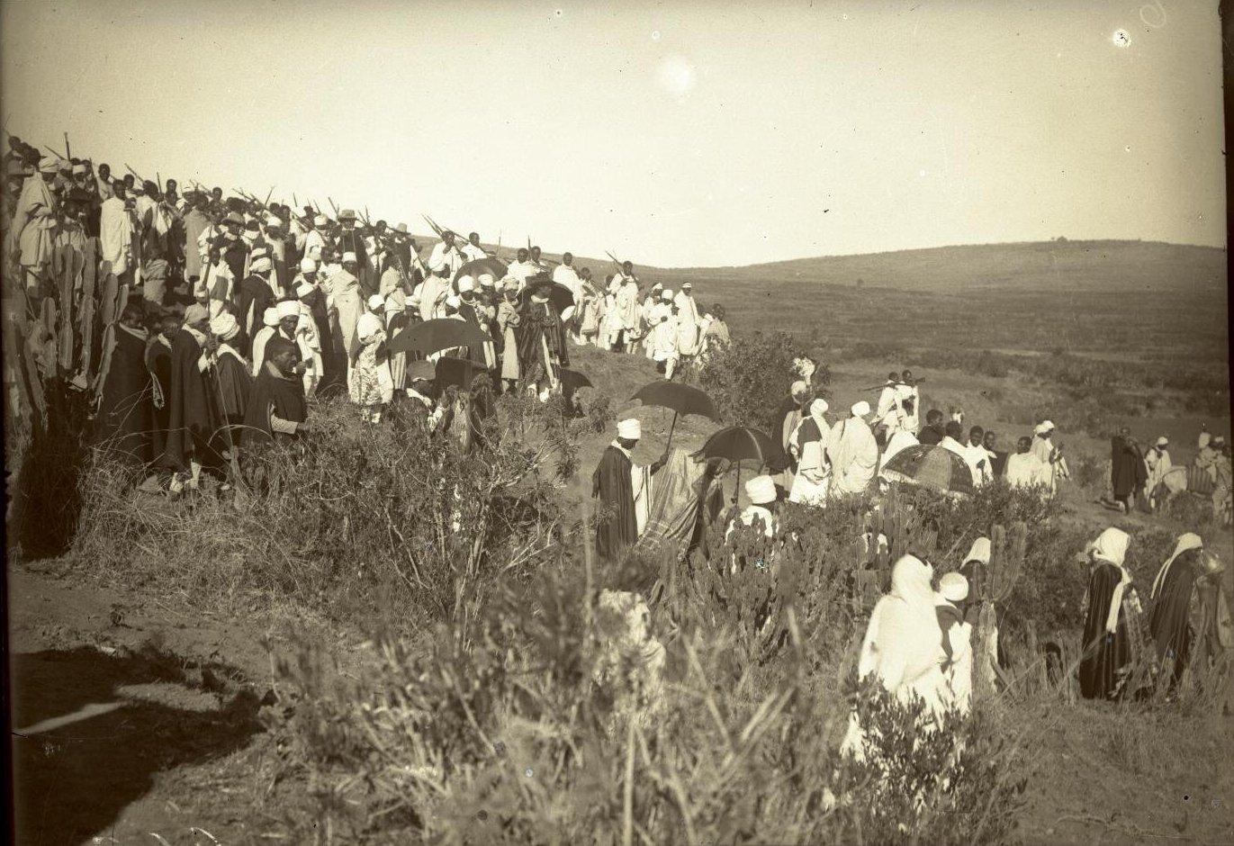 265. Абиссиния, провинция Харар, г. Харар. Крестный ход