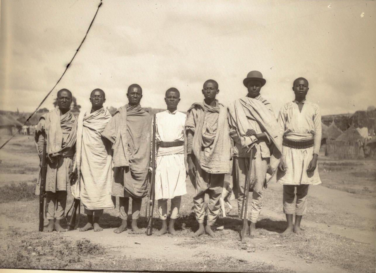 269. Абиссиния, провинция Харар, г. Харар. Солдаты-каффа