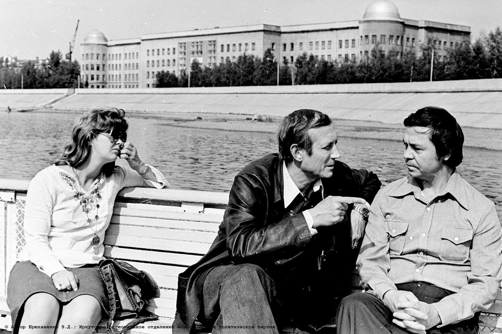 1977. Иркутск. Евгений Евтушенко и Валентин Распутин на Ангаре