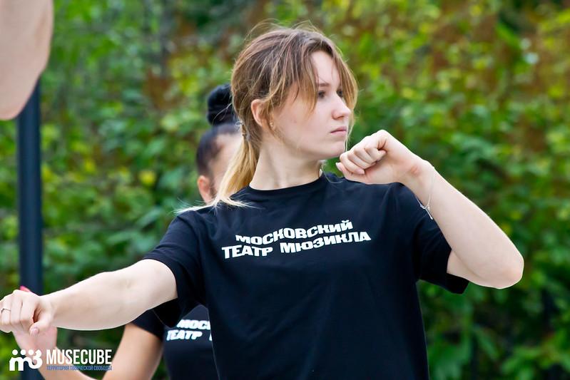 Pari_nad_bezdnoi_repeticia_Moskovskij_teatr_mjuzikla_022