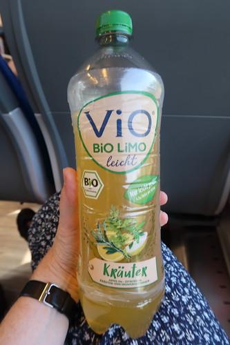 ViO Bio Limo (Kräuter) auf der Zugfahrt nach Köln