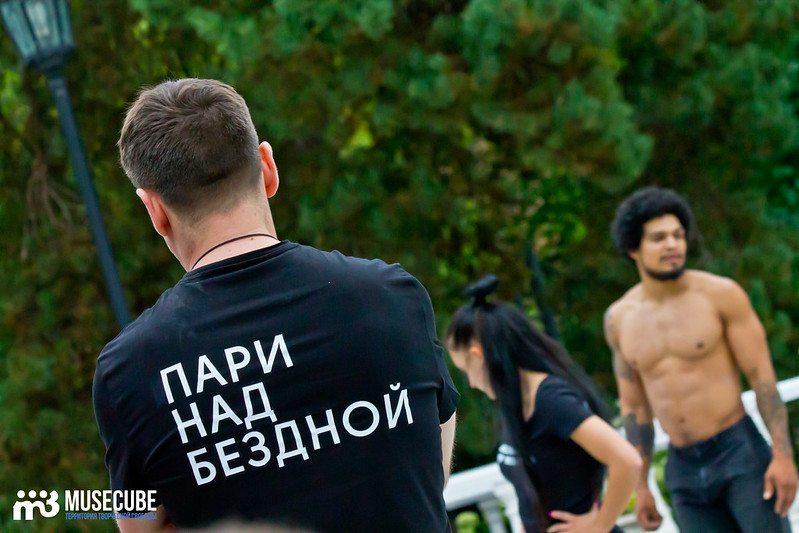 Pari_nad_bezdnoi_repeticia_Moskovskij_teatr_mjuzikla_060