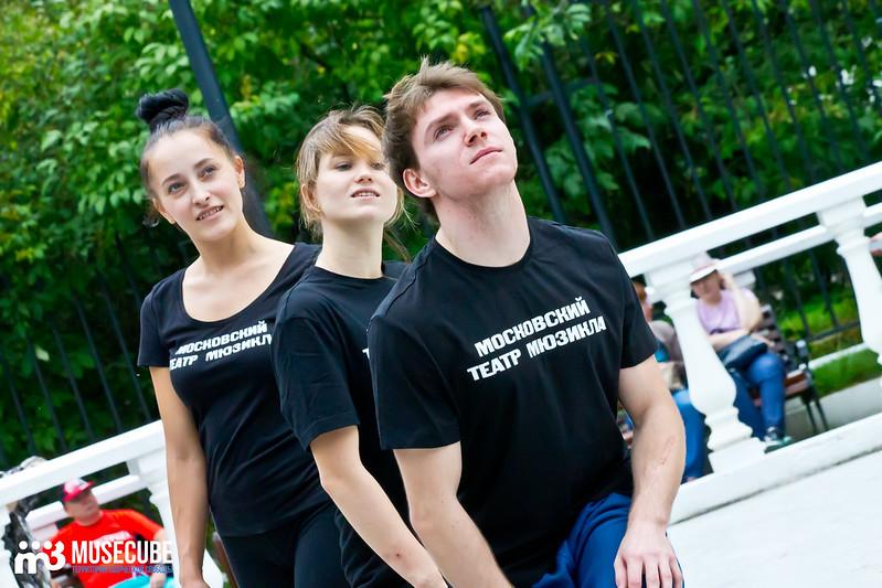 Pari_nad_bezdnoi_repeticia_Moskovskij_teatr_mjuzikla_024