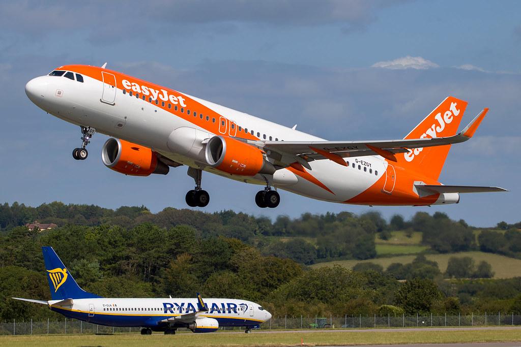 EasyJet - Airbus A320-214/S G-EZGY @ Bristol