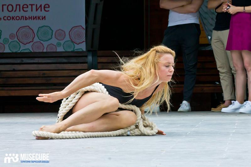 Pari_nad_bezdnoi_repeticia_Moskovskij_teatr_mjuzikla_040