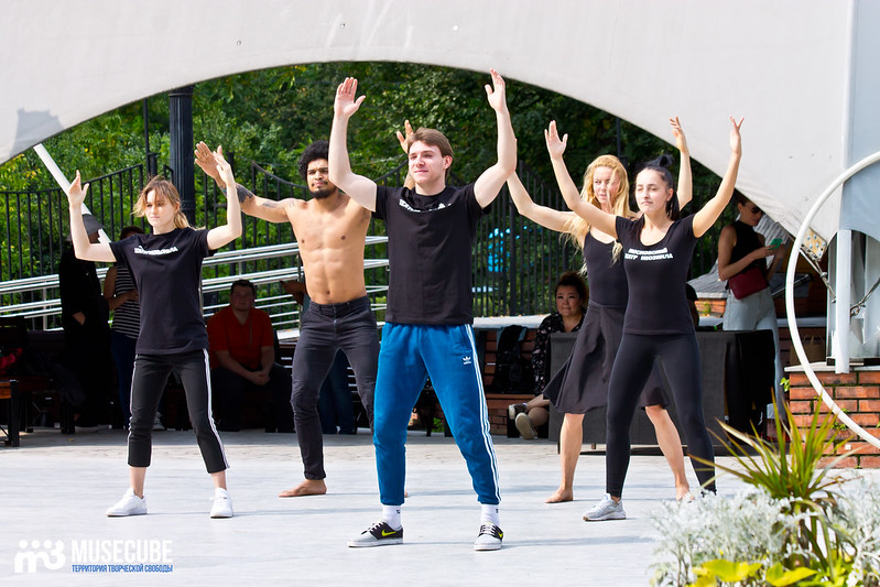 Pari_nad_bezdnoi_repeticia_Moskovskij_teatr_mjuzikla_001