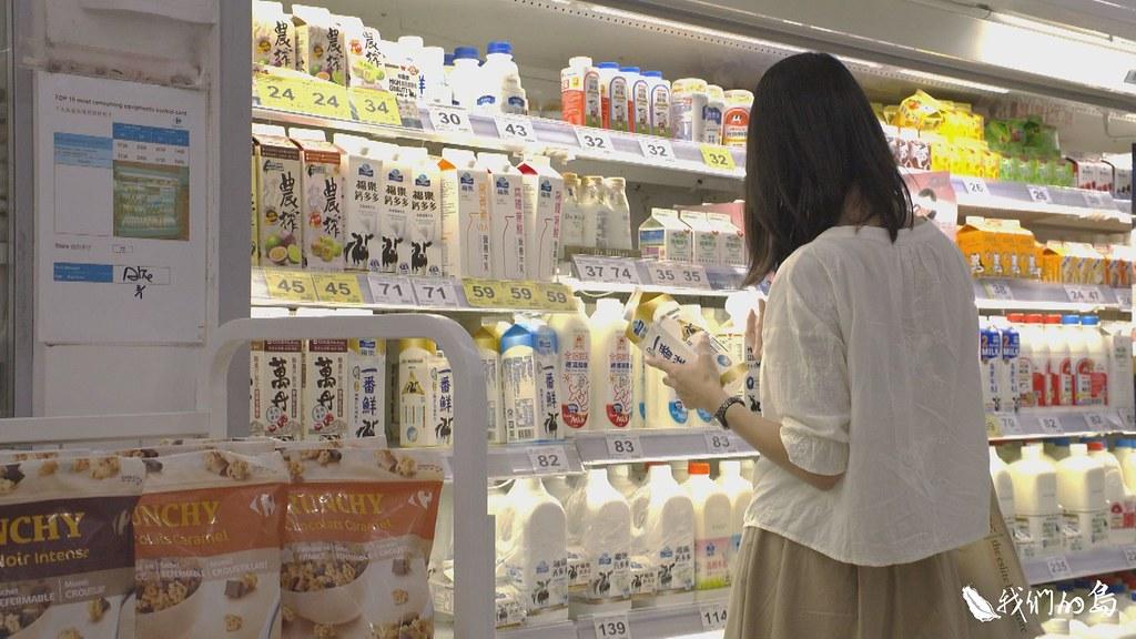 目前消費者在通路上所能看見的,只有品牌名稱,而沒有酪農的面貌。