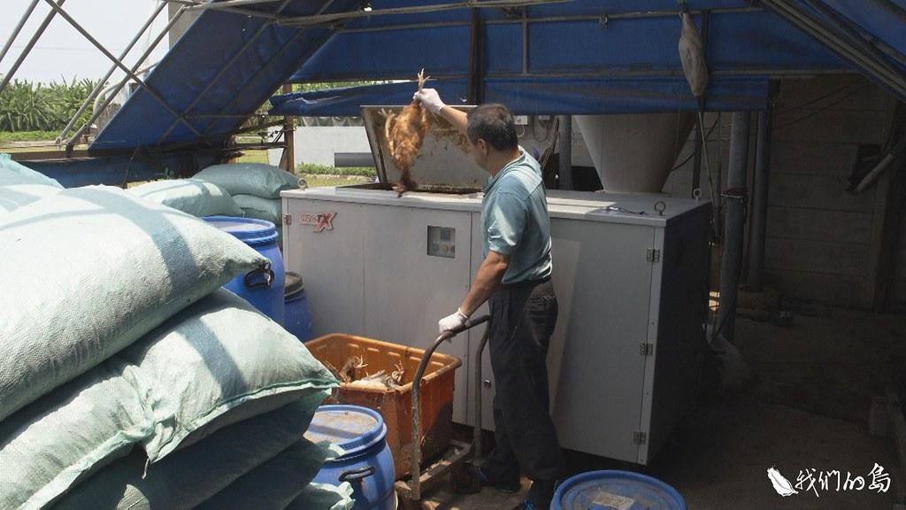 彰化埔鹽這家養雞場,裝設了自場化製設施,加強牧場的生物安全,減少動物傳染病侵襲風險。