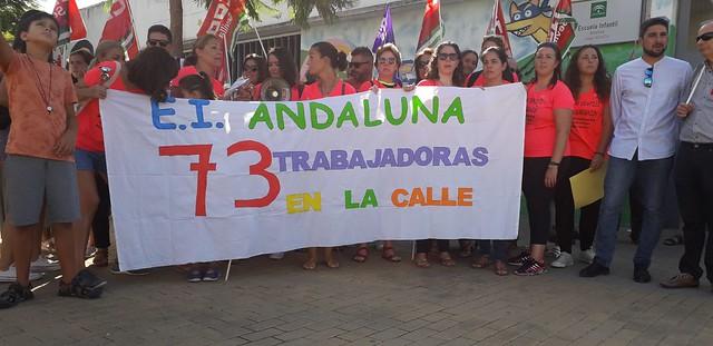 Concentración trabajadoras escuelas Infantiles despedidas por la Junta de Andalucía