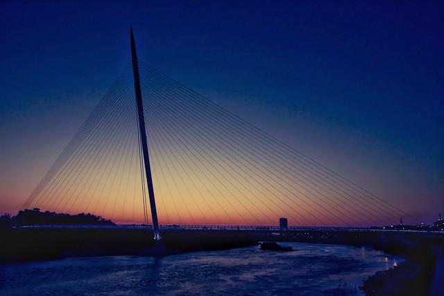 Footbridge over the Ebro river//Pasarela del Voluntariado