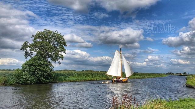 Sailing on the canal Steenwijk - Ossenzijl, Netherlands - 2868