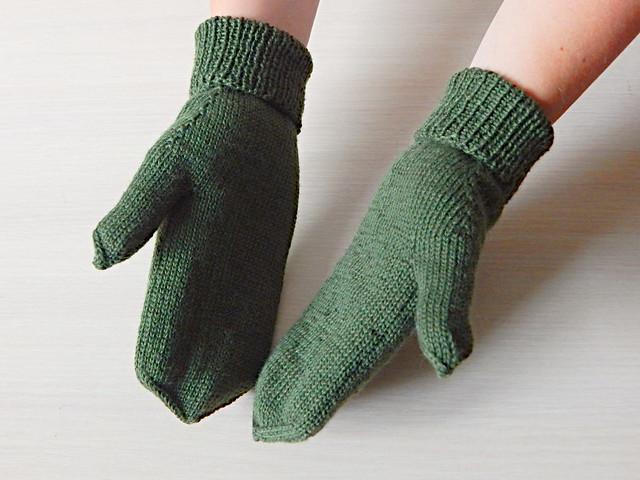 Ещё один способ связать спицами варежки без обрыва нити - читайте в ХорошемГромком блоге | HoroshoGromko.ru