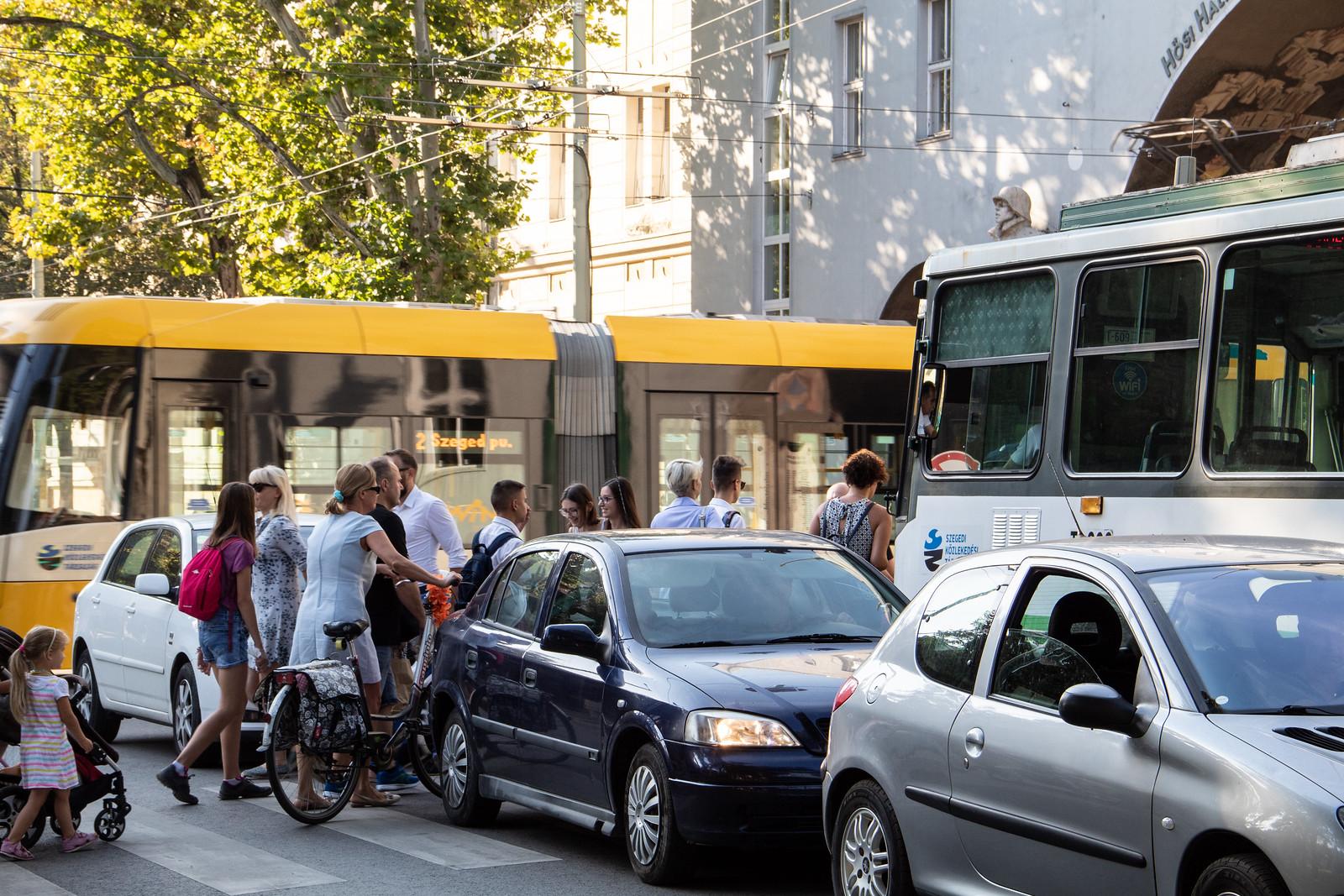 Egy csomó közlekedési lámpát hangolnak át Szegeden a közösségi közlekedés kedvéért