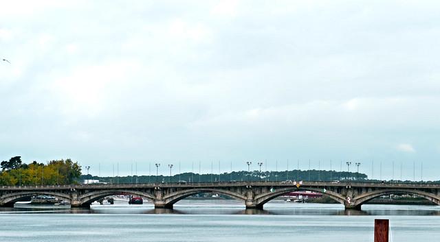 Bayonne, Pyrénées-Atlantiques: l'Adour et le pont St Esprit pour le thème de septembre