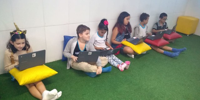 Aula digital de matemática na sala Google