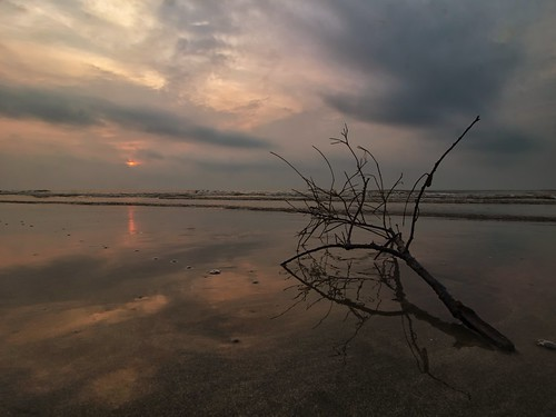 sunrise reflection cloud sea sky cloudy beach seascape shoreline balok kuantan pahang malaysia pantaibalok travel place trip canon eos700d canoneos700d canonlens 10mm18mm wideangle happyplanet asiafavorites