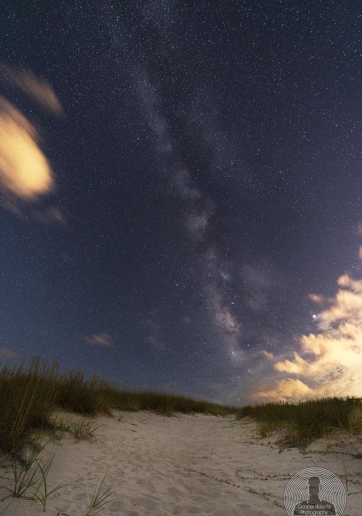 Sand dune & the Milky way
