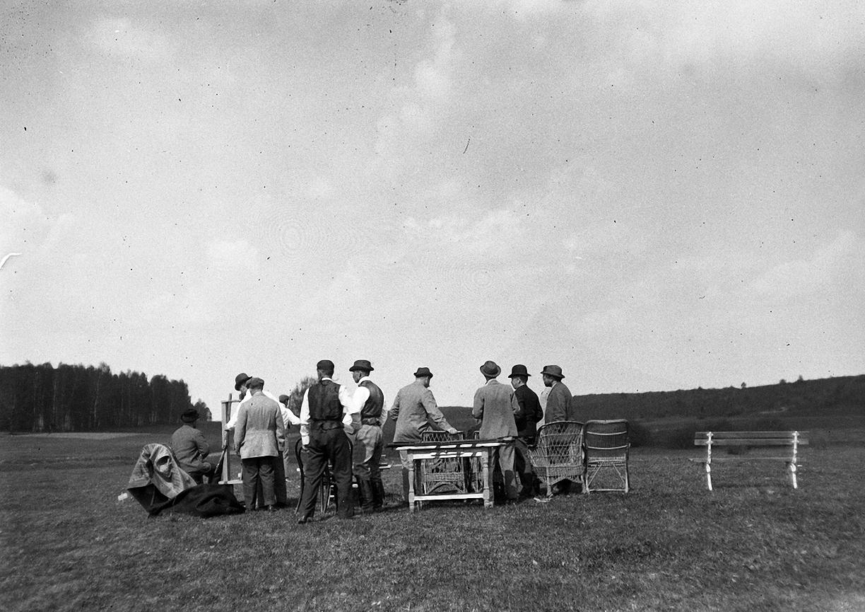 1899. 9 мая. Стрельбы в Химках. Участники соревнования по стрельбе на стенде
