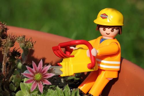 Gartenpflege mi schwerem Gerät