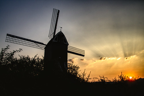 brussels kraainem molen moulin mill windmill sustainable energy future past history sunset crepuscular crepuscularrays pinkfloyd finalcut bruxelles vandervelde woluwe