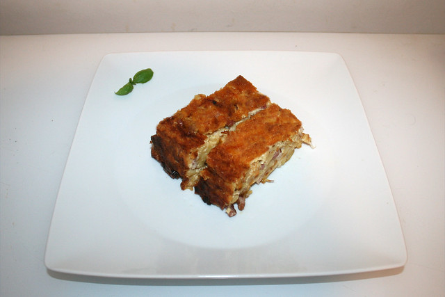 21 - Cheese spaetzle cake - Served / Käsespätzle-Kuchen - Serviert