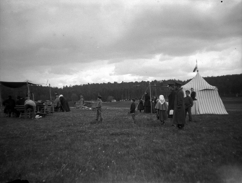 1899. 30 мая. Стрельбы в Химках. Зрители на стрельбах