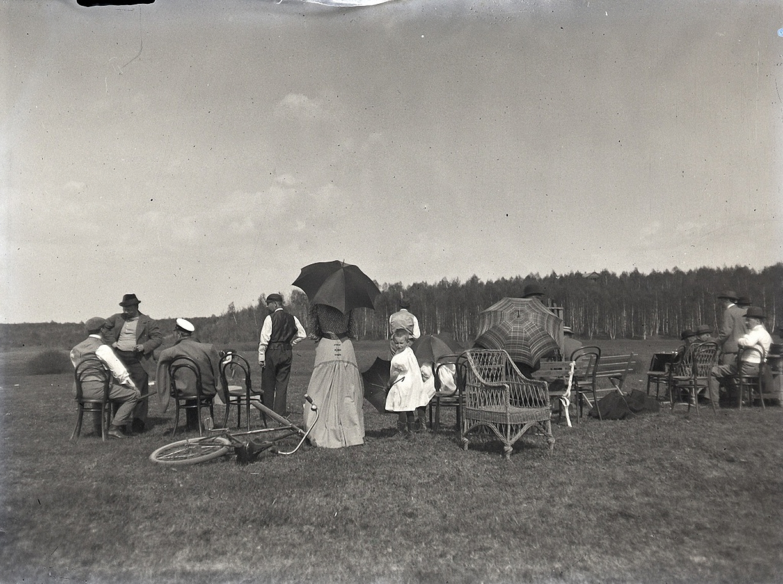 1899. 30 мая. Зрители на соревнованиях по стрельбе