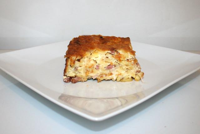 22 - Cheese spaetzle cake - Side view / Käsespätzle-Kuchen - Seitenansicht