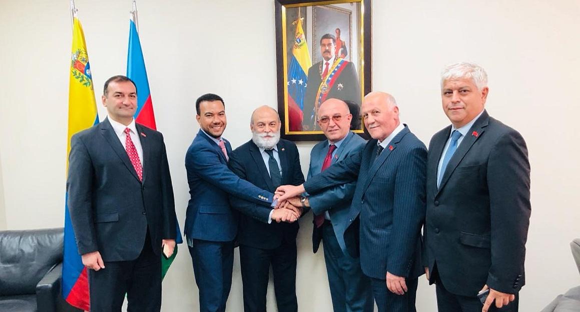 Viceministro Molina afianza vínculos políticos en Azerbaiyán