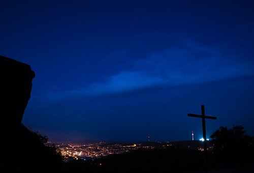 montescherbelino trümmerberg stuttgart 0711 germany europe badenwuerttemberg bluehour serenade sonyalpha7r2 sonyalpha7rii sony28mmf20 wideangle landscape hill view city night light lights rock rocks nature outdoors evening darkness sonyαmo sonyamo sonyα cloud clouds sky peace peaceful