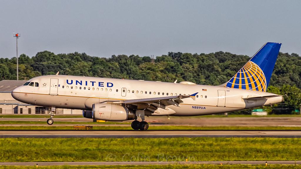 N889UA - Airbus A319-132 - United Airlines