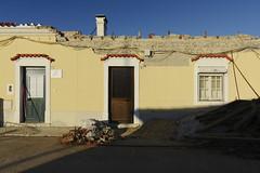 That crumbling little house #barreiro #portugal #t3mujinpack