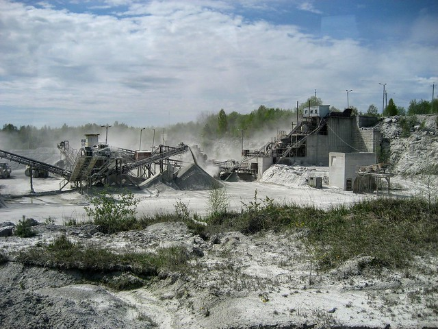 Kunagine purustus-sorteerimissõlm Vasalemma lubjakivikarjääris / Former crushing and sieving station in Vasalemma limestone quarry in Estonia